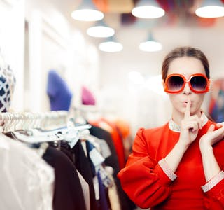 Dame-med-solbriller